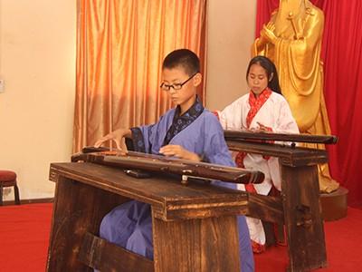 来青岛明珠国学学校学经典习六艺 炼成国学少年