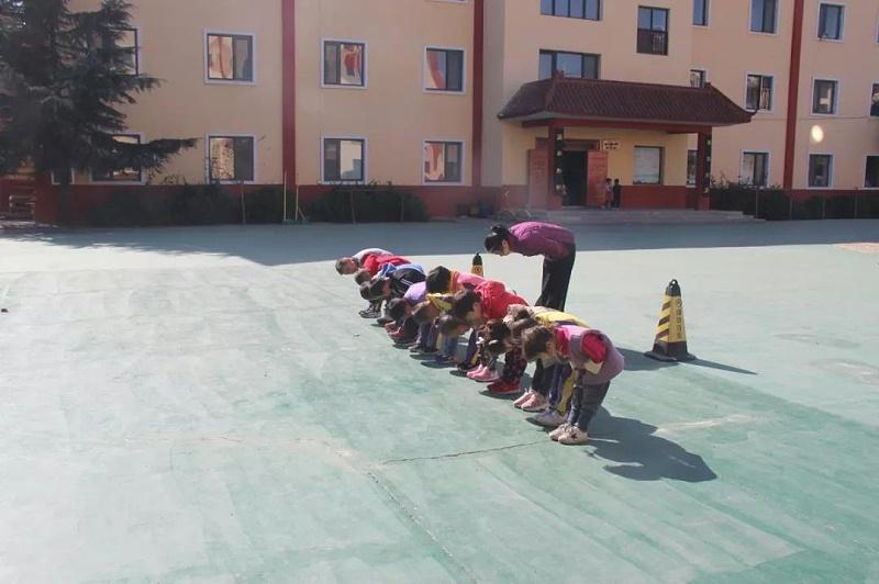 明珠国学鞠躬