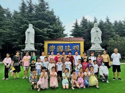 雅琳幼儿园的孩子们:走进明珠园,学做小圣贤