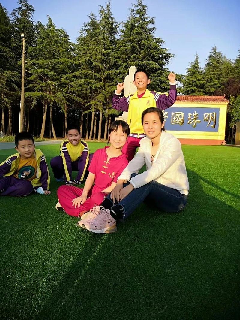 明珠国学三年级班主任和孩子们